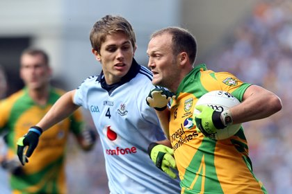 Donegal&#39;s Colm McFadden and Michael Fitzsimons of Dublin<br />&#169;INPHO